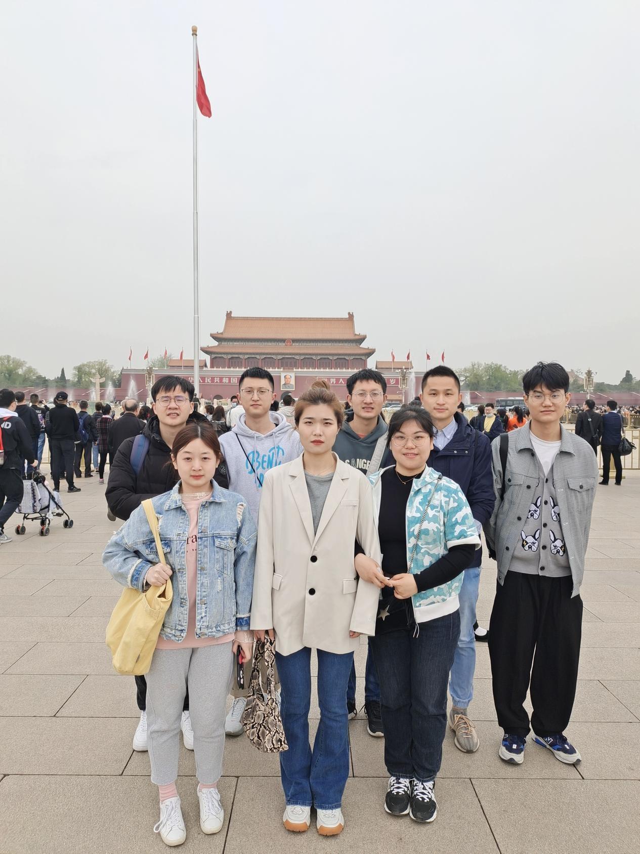 1202班参观人民纪念碑 2